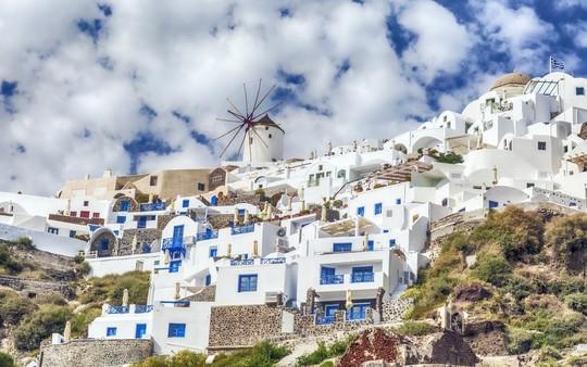 Ngắm những ngôi nhà tường trắng mái xanh ở Santorini - Ảnh 12.