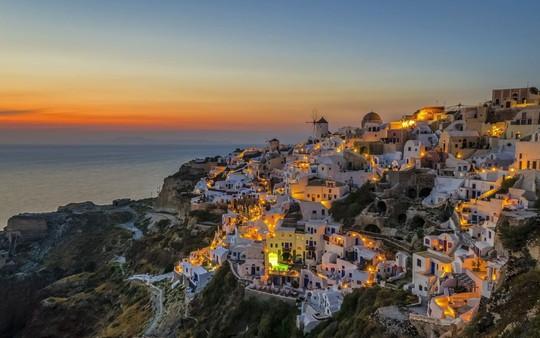 Ngắm những ngôi nhà tường trắng mái xanh ở Santorini - Ảnh 13.