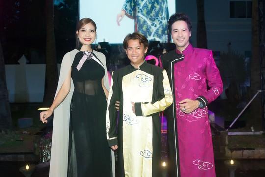 Đoàn Minh Tài làm MC kỷ niệm 25 năm của NTK Võ Việt Chung - Ảnh 4.
