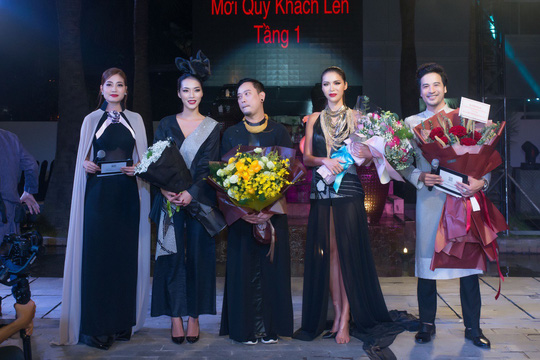 Đoàn Minh Tài làm MC kỷ niệm 25 năm của NTK Võ Việt Chung - Ảnh 6.