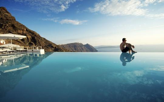 Ngắm những ngôi nhà tường trắng mái xanh ở Santorini - Ảnh 5.