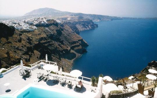 Ngắm những ngôi nhà tường trắng mái xanh ở Santorini - Ảnh 8.