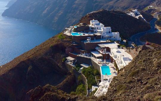 Ngắm những ngôi nhà tường trắng mái xanh ở Santorini - Ảnh 9.