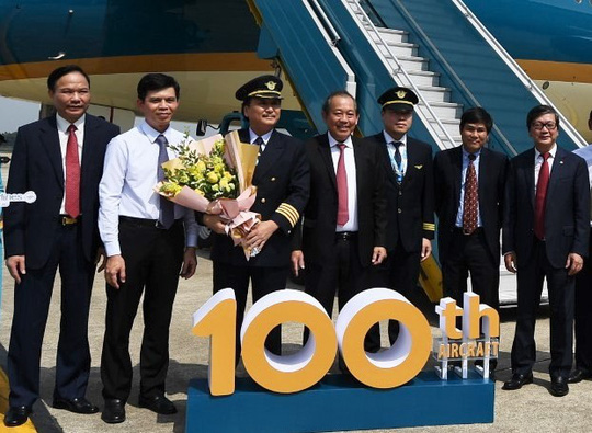 Phó Thủ tướng ngồi thử siêu máy bay, chiếc máy bay thứ 100 của Vietnam Airlines - Ảnh 7.
