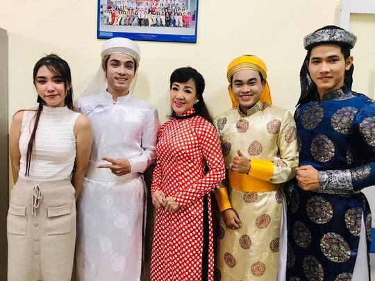 NSƯT Phương Hồng Thủy, nghệ sĩ Võ Minh Lâm gìn giữ tinh hoa Việt - Ảnh 12.