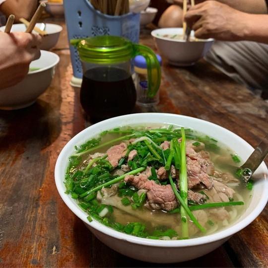 Đi tìm 5 quán phở đông khách bậc nhất ở Hà Nội - Ảnh 1.