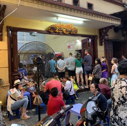 Đi tìm 5 quán phở đông khách bậc nhất ở Hà Nội - Ảnh 2.