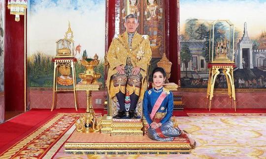 Hoàng quý phi Thái Lan bị phế truất vì tranh ngôi hoàng hậu - Ảnh 4.