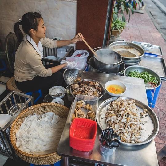 Đi tìm 5 quán phở đông khách bậc nhất ở Hà Nội - Ảnh 10.