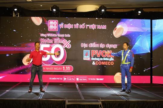 MoMo bắt tay PVOIL thanh toán điện tử trong bán lẻ xăng dầu - Ảnh 1.