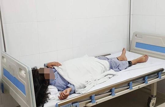 Sau mũi tiêm filler nâng mũi giá 2 triệu đồng trả góp, bé gái 13 tuổi hỏng một mắt - Ảnh 2.