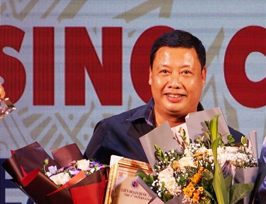 NSND Nguyễn Tiến Dũng mừng công vở Thân phận nàng Kiều - Ảnh 1.