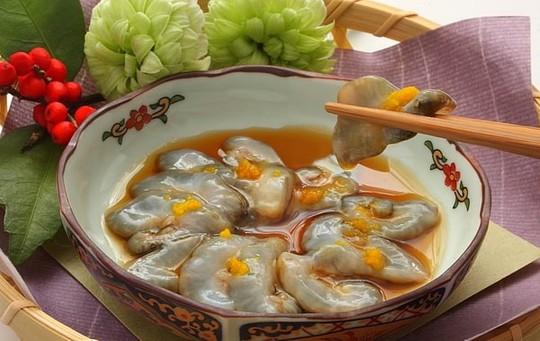 Cách ăn sống đỉa biển trứ danh của người Hàn Quốc - Ảnh 1.