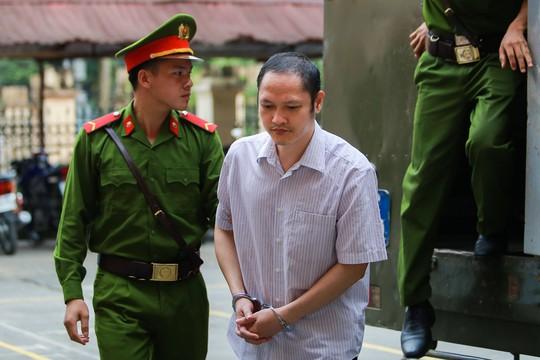 Gian lận thi cử ở Hà Giang: Tòa kiến nghị Bộ Công an điều tra có hay không việc đưa và nhận hối lộ - Ảnh 1.