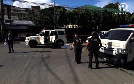 Thị trưởng tai tiếng bị bắn chết ngay ngoài đường phố - Ảnh 1.