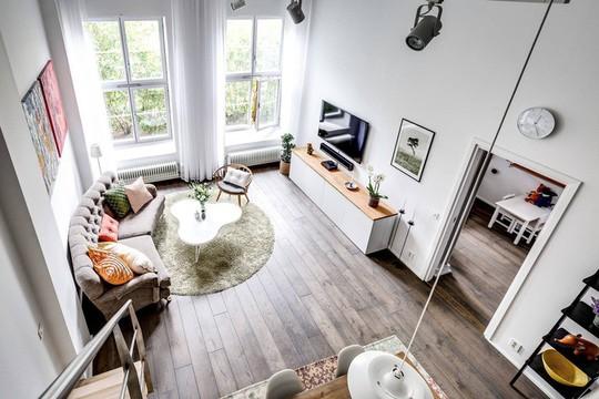 Tận dụng trần cao, thiết kế thêm gác lửng cho căn hộ siêu xinh - Ảnh 1.