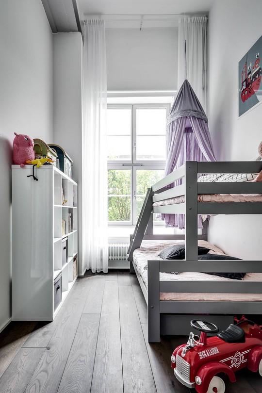 Tận dụng trần cao, thiết kế thêm gác lửng cho căn hộ siêu xinh - Ảnh 16.