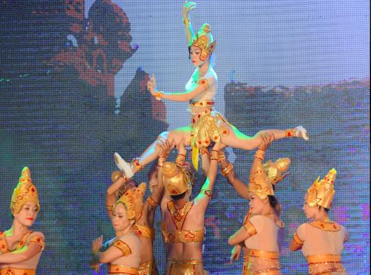 Người Hà Nội mê mệt điệu Apsara của vũ nữ Chăm - Ảnh 2.