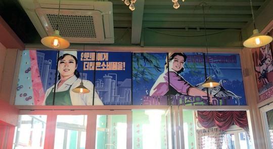 Quán rượu đầu tiên mang chủ đề Triều Tiên giữa lòng Seoul - Ảnh 2.