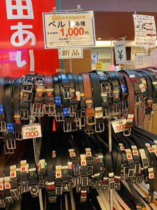 Khu chợ chuyên bán đồ bỏ quên trên tàu điện ngầm ở Nhật - Ảnh 8.