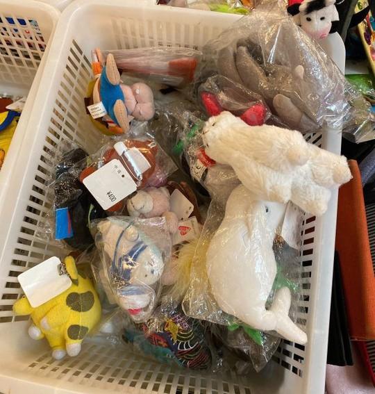 Khu chợ chuyên bán đồ bỏ quên trên tàu điện ngầm ở Nhật - Ảnh 9.