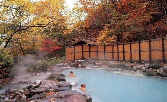 Thư giãn ở 6 suối nước nóng nổi tiếng nhất Đài Loan - Ảnh 2.