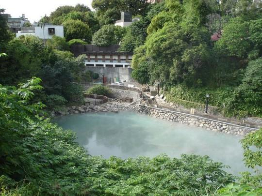 Thư giãn ở 6 suối nước nóng nổi tiếng nhất Đài Loan - Ảnh 3.
