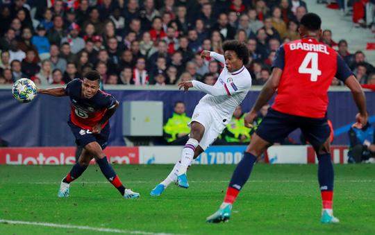 Siêu phẩm của Willian giúp HLV Lampard nở mặt - Ảnh 3.