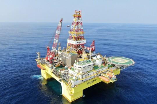Kết quả hình ảnh cho Việt Nam theo dõi thông tin Trung Quốc đưa giàn khoan Hải Dương Thạch Du 982 tới Biển Đông