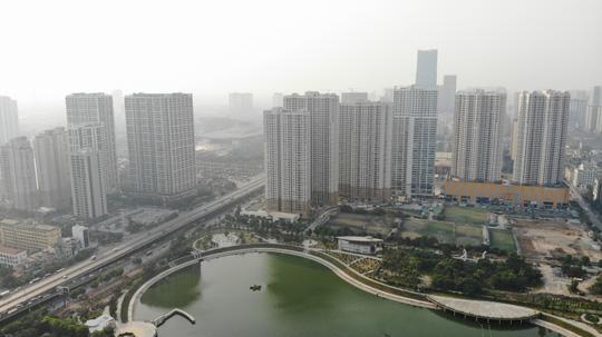 Cơn mưa vàng trút xuống, Hà Nội đạt ngưỡng chất lượng không khí trong lành - Ảnh 2.