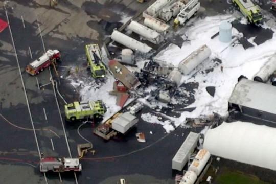 Mỹ: Pháo đài bay rơi xuống sân bay, ít nhất 7 người thiệt mạng - Ảnh 1.