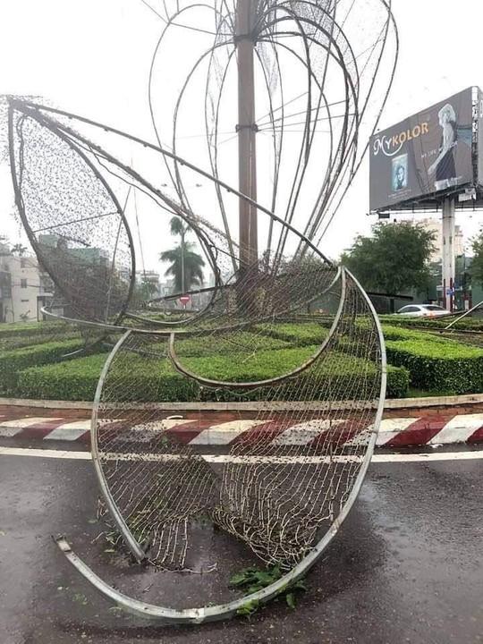Bình Định: Ngổn ngang sau cơn bão số 5 - Ảnh 9.