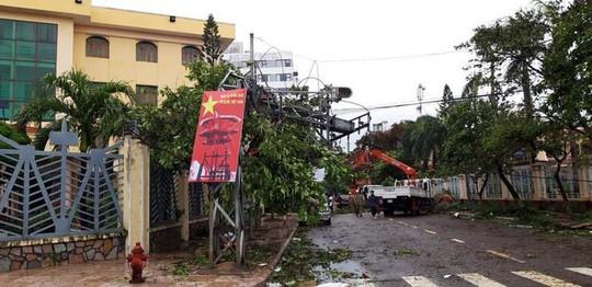 Bình Định: Ngổn ngang sau cơn bão số 5 - Ảnh 14.