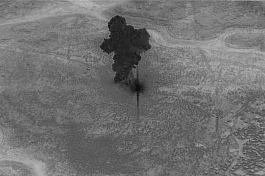 Mỹ công bố hình ảnh cuộc đột kích tiêu diệt thủ lĩnh tối cao IS - Ảnh 2.