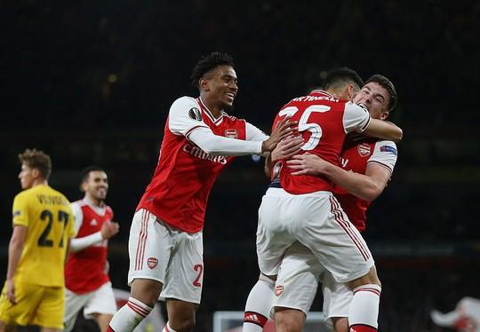 Sao 18 tuổi bùng nổ, Arsenal lên ngôi đỉnh bảng Europa League - Ảnh 3.