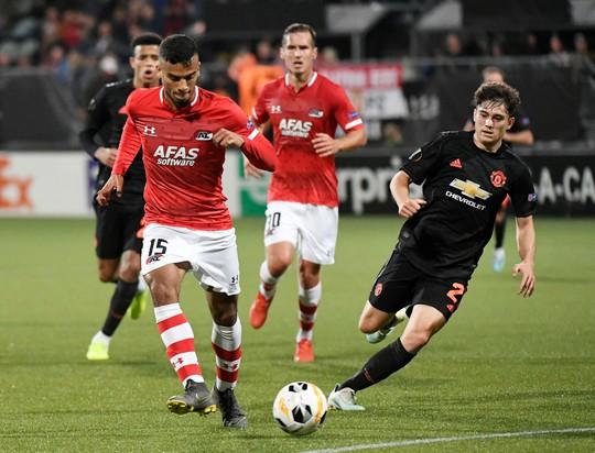 Dứt điểm kém, Man United mất ngôi đầu Europa League - Ảnh 1.