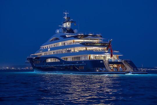 Có gì trong siêu du thuyền dài nhất thế giới có cả sân đáp trực thăng? - Ảnh 3.