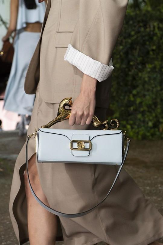 Xu hướng túi xách cập nhật từ các tuần lễ thời trang nổi tiếng - Ảnh 1.