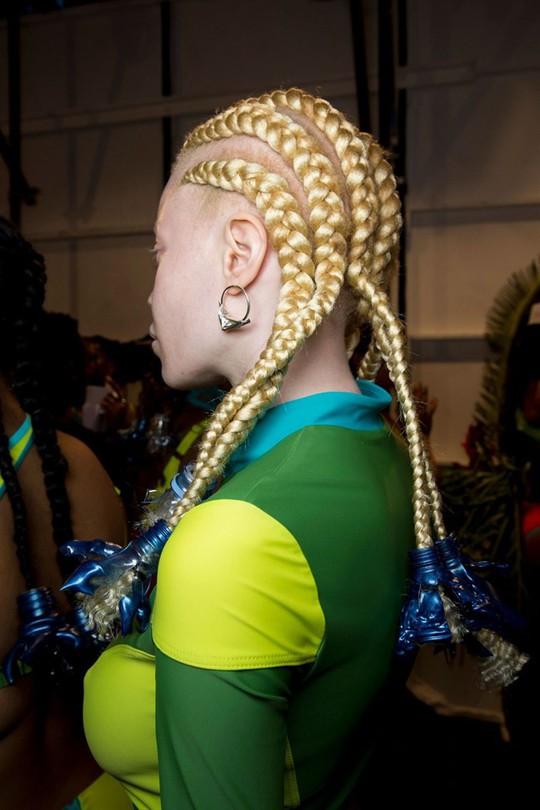 Những kiểu tóc đẹp trên sàn diễn thời trang mà bạn có thể học theo - Ảnh 11.