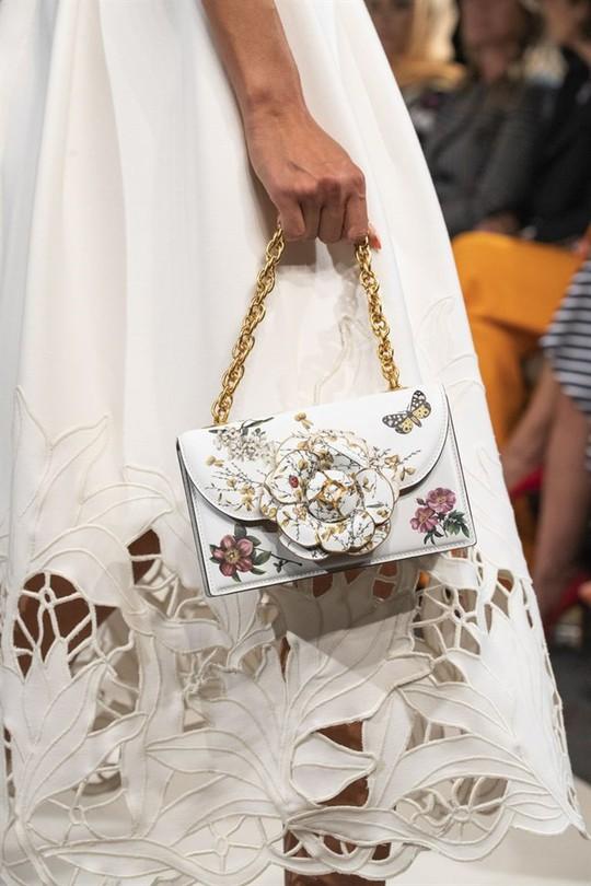 Xu hướng túi xách cập nhật từ các tuần lễ thời trang nổi tiếng - Ảnh 13.