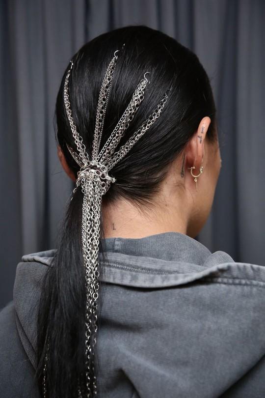 Những kiểu tóc đẹp trên sàn diễn thời trang mà bạn có thể học theo - Ảnh 15.