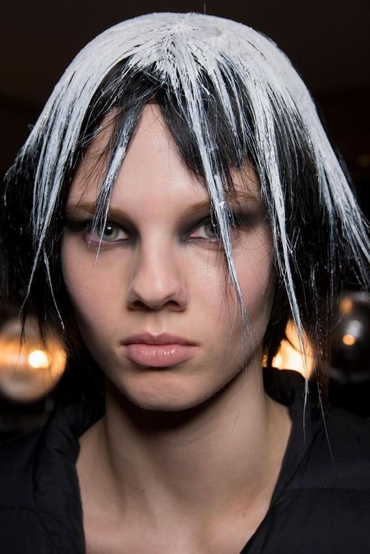 Những kiểu tóc đẹp trên sàn diễn thời trang mà bạn có thể học theo - Ảnh 20.