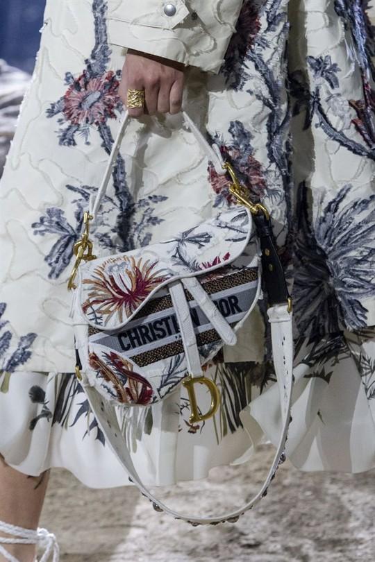 Xu hướng túi xách cập nhật từ các tuần lễ thời trang nổi tiếng - Ảnh 2.