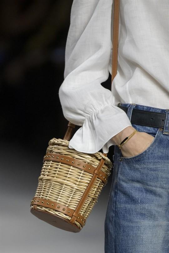 Xu hướng túi xách cập nhật từ các tuần lễ thời trang nổi tiếng - Ảnh 4.