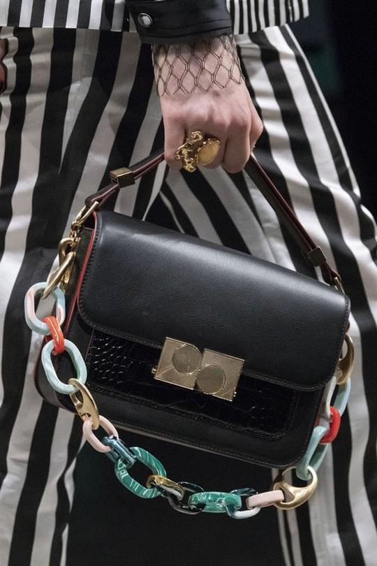 Xu hướng túi xách cập nhật từ các tuần lễ thời trang nổi tiếng - Ảnh 6.