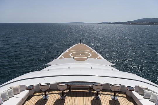 Có gì trong siêu du thuyền dài nhất thế giới có cả sân đáp trực thăng? - Ảnh 10.