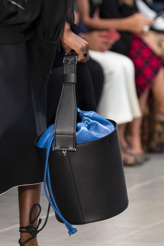 Xu hướng túi xách cập nhật từ các tuần lễ thời trang nổi tiếng - Ảnh 10.