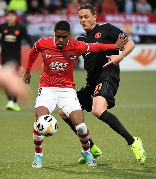 Dứt điểm kém, Man United mất ngôi đầu Europa League - Ảnh 4.