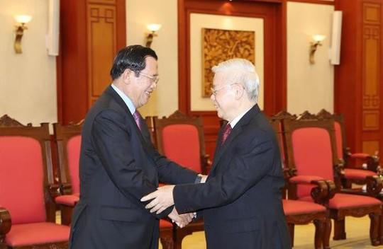 Tổng Bí thư, Chủ tịch nước tiếp Thủ tướng Campuchia Hunsen - Ảnh 1.