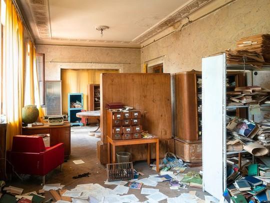 Có gì tại khu nghỉ dưỡng sang trọng bị bỏ hoang, đổ nát của Liên Xô cũ - Ảnh 15.